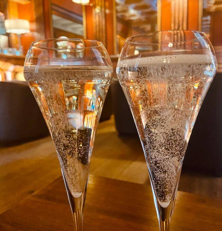 Champagne glass luxury luberon stay
