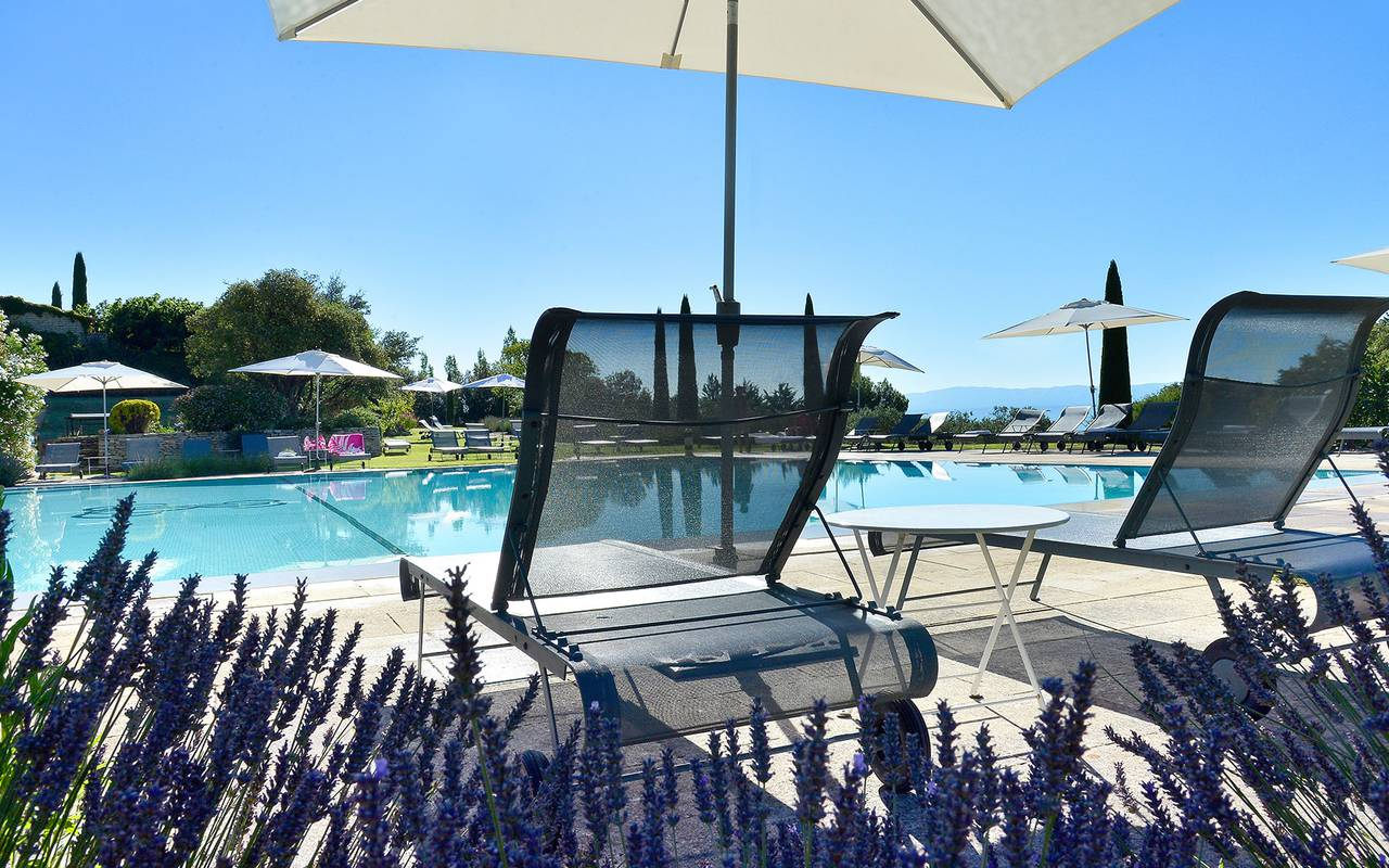 Deckchairs and outdoor pool, luxury hotel Gordes, hotel les Bories