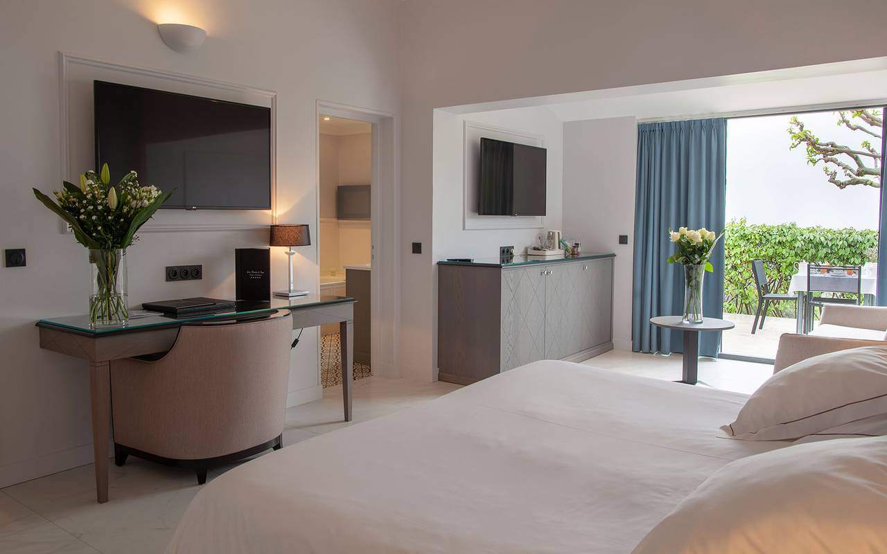 Luxurious room, luxury hotel Gordes, hotel les Bories