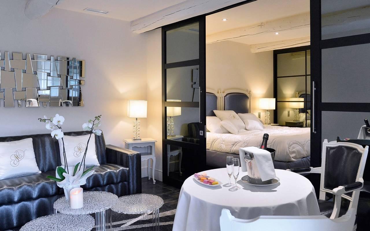 Spacious suite,5-star hotel Avignon, hotel Cassagne