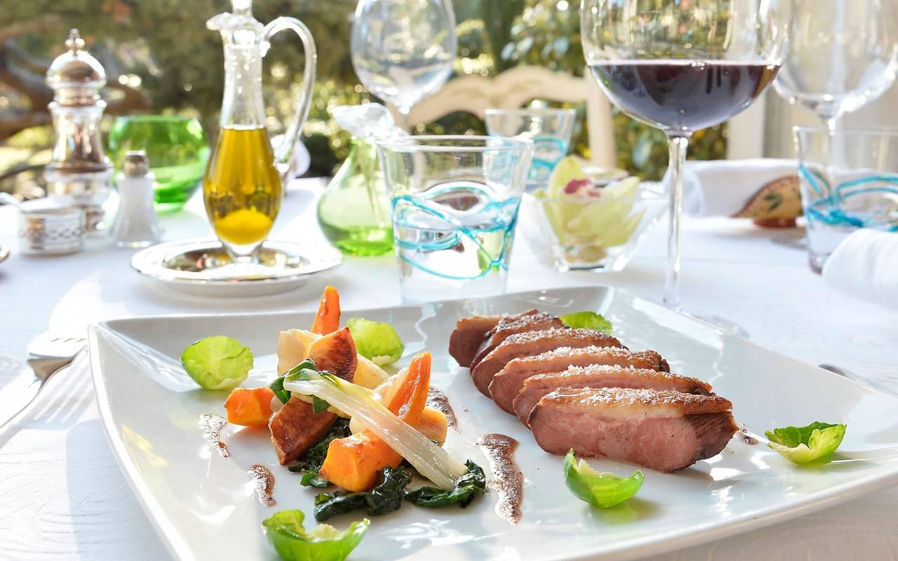 Restaurant dish hotel cassagne de luxe avignon
