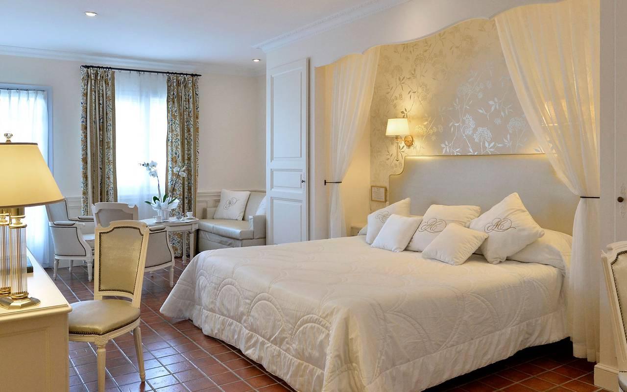 Comfortable room, 5-star hotel avignon, Auberge de Cassagne