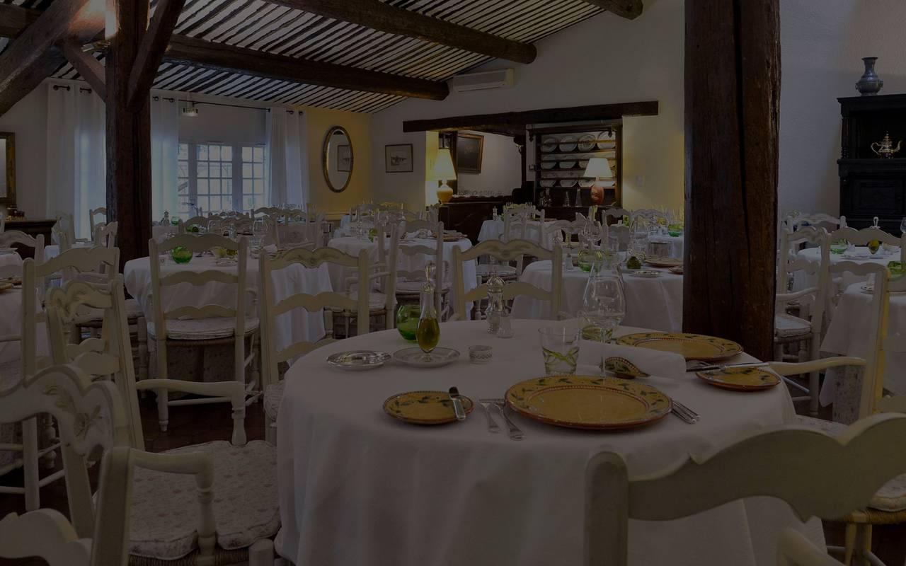 Illuminated restaurant room, 5-star hotel avignon, Auberge de Cassagne