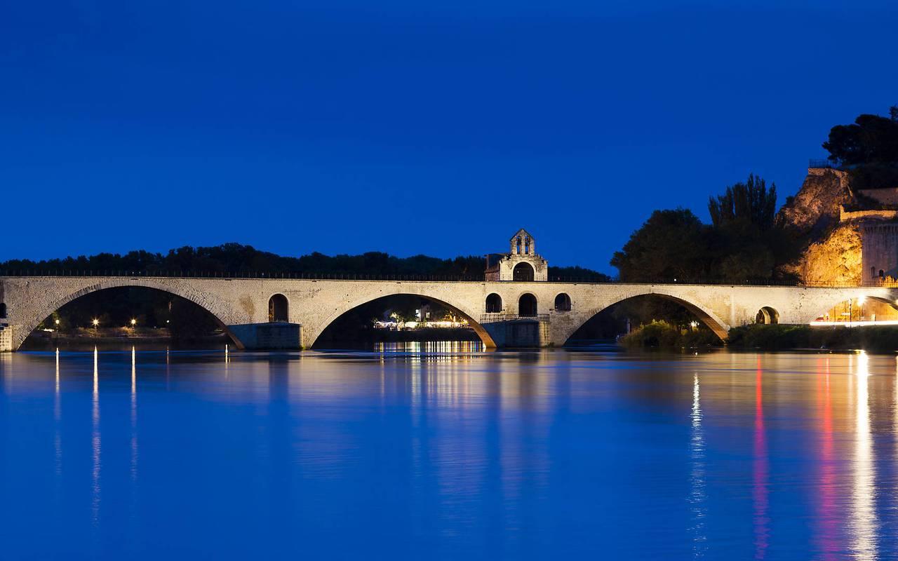 Avignon's bridge, stay in Provence, Hôtel Prestige Provence