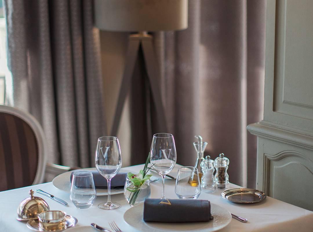 Table of the restaurant for two people, restaurant saint remy de provence, Le Vallon de Valrugues & Spa.