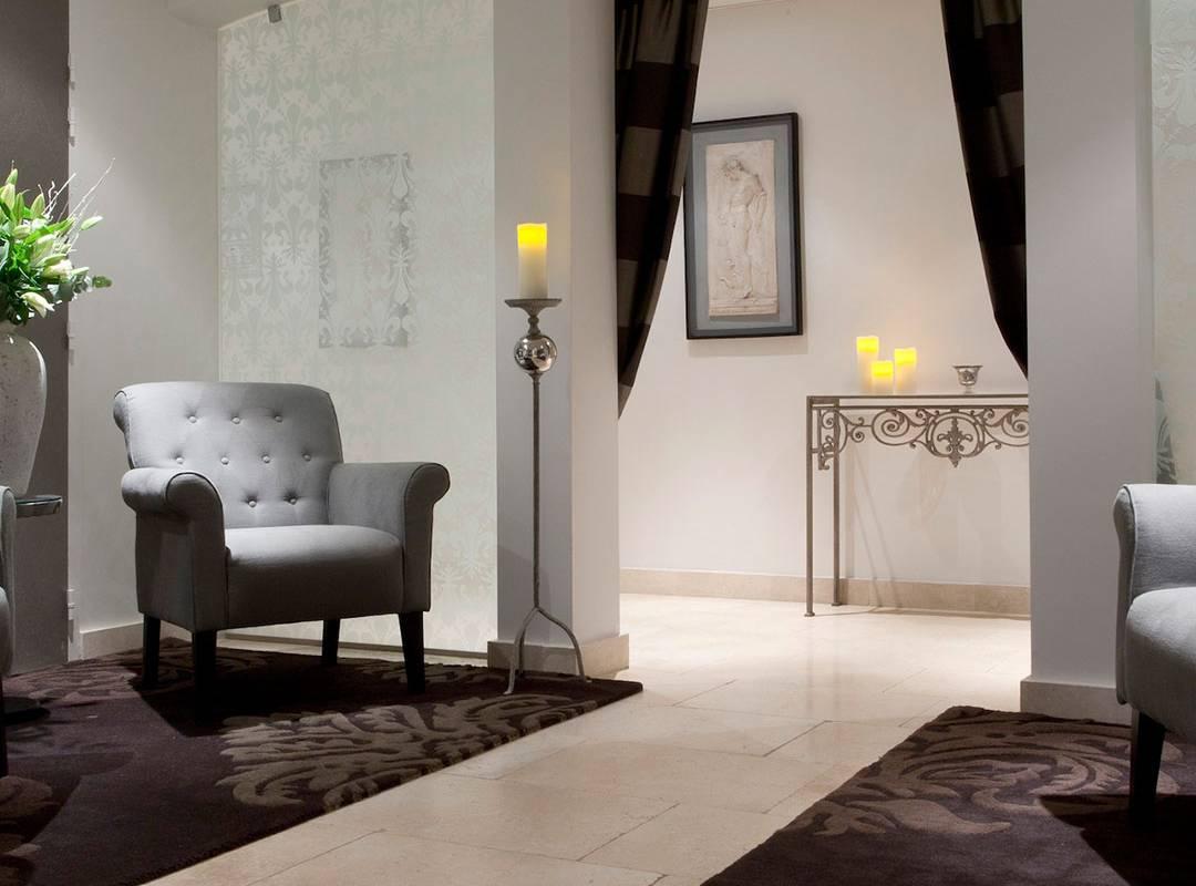comfortable waiting room, spa hotel provence france, Le Vallon de Valrugues & Spa.