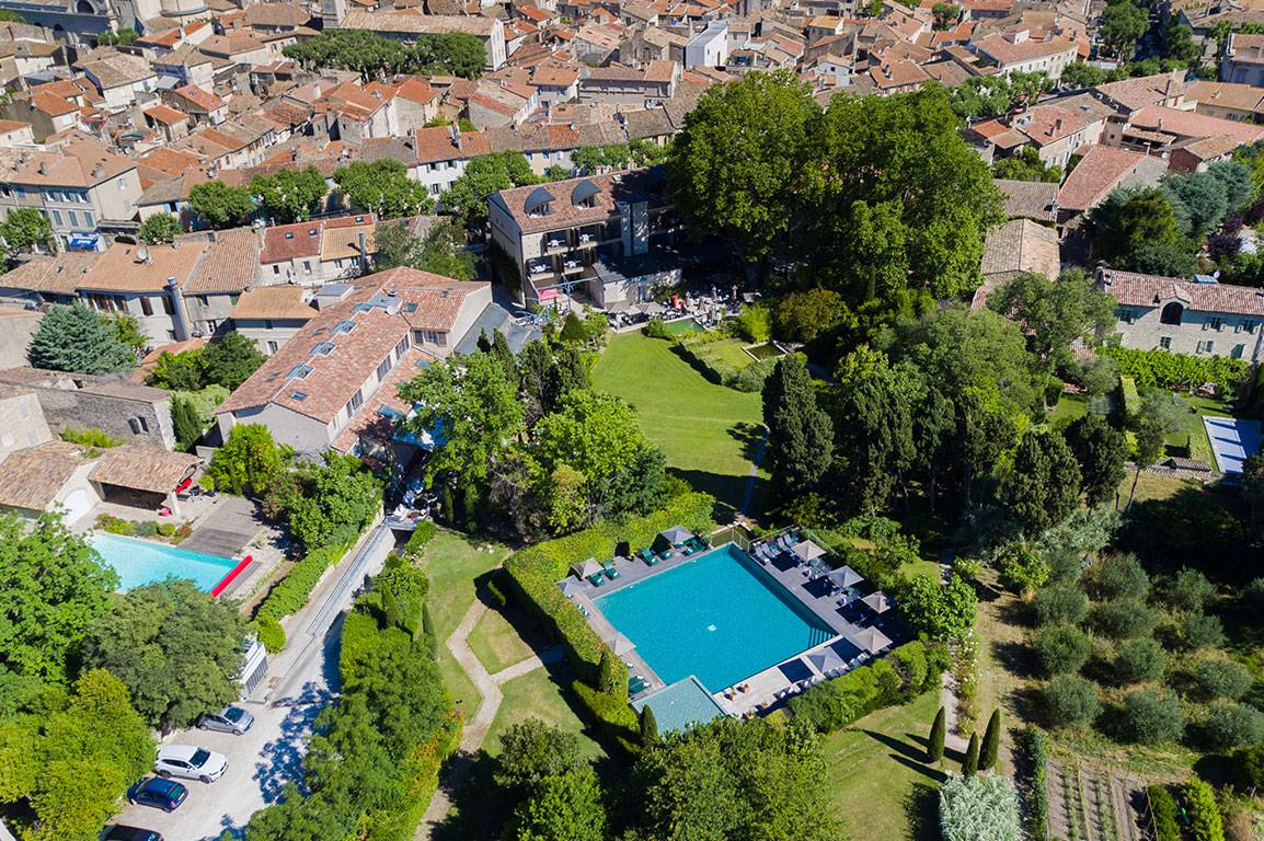 Piscine de l'hôtel Image vue du ciel hôtel de luxe provence