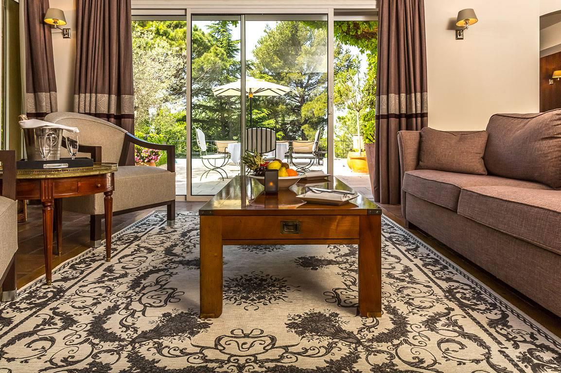 Salon confortable hôtel valrugues hôtel de luxe provence