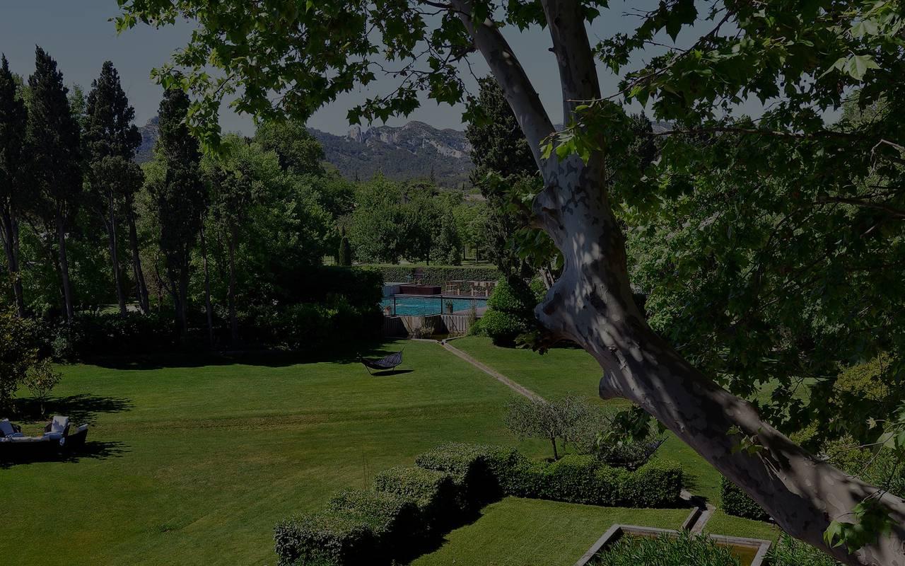 Jardin verdoyant, hôtel 4 étoiles St rémy de provence, hôtel de l'Image