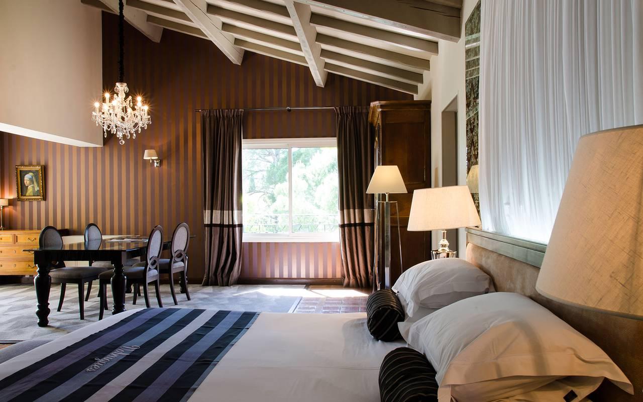 Chambre de luxe, hôtel 5 étoiles Saint-Rémy-de-Provence, hôtel le Vallon de Valrugues, hôtels Prestige Provence
