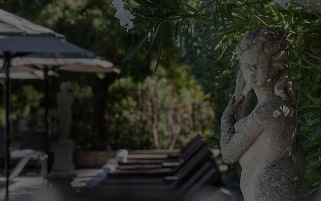 Statue dans le jardin, hôtel 5 étoiles Saint-Rémy-de-Provence, Le Vallon de Valrugues