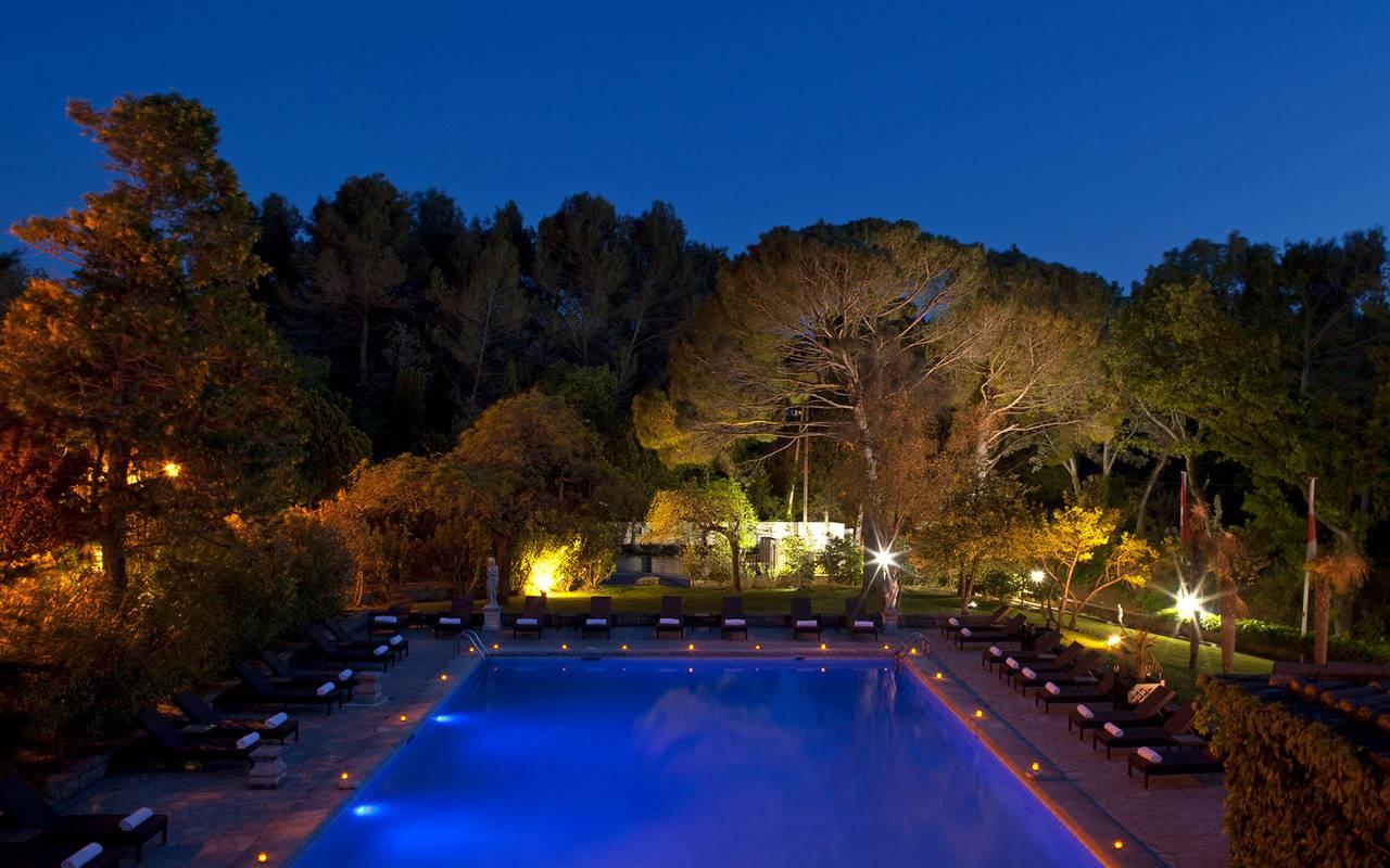 Piscine extérieure de nuit, hôtels & spas en Provence, Hôtels Prestige Provence
