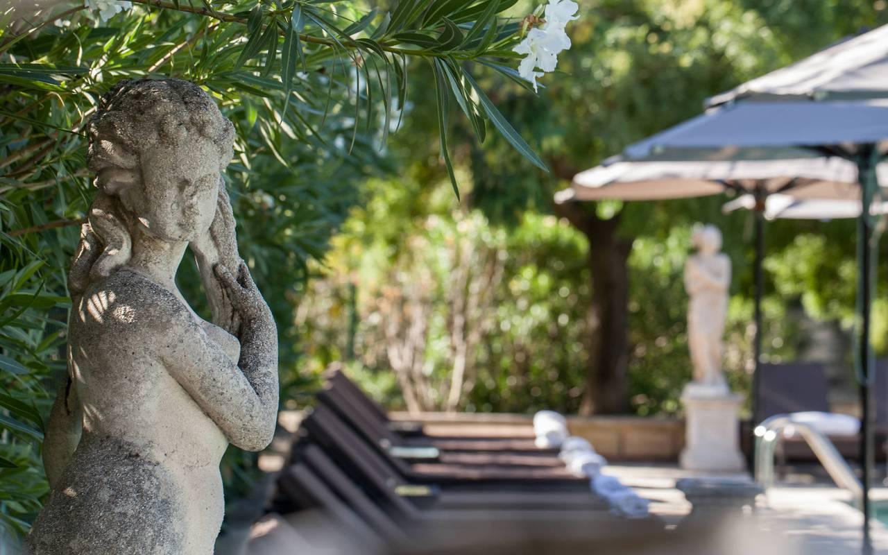 Statue au bord de la piscine de notre hôtel de luxe en Paca, Hôtel Prestige Provence