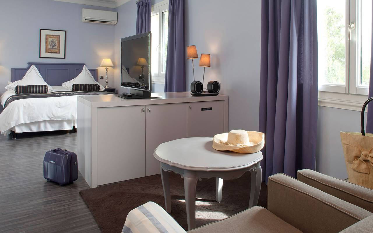Chambre double spacieuse et calme hôtel alpilles