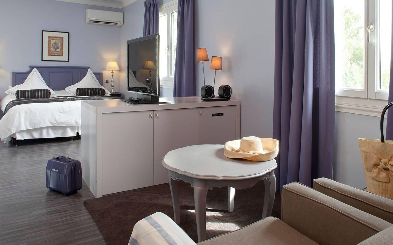 Chambre double spacieuse et calme, hotel de charme provence, Le Vallon de Valrugues & Spa.