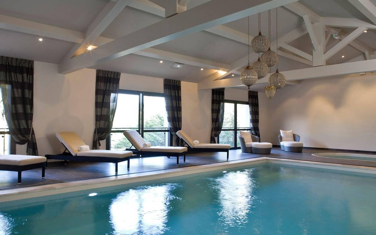Piscine intérieure du notre hotel spa saint de remy de provence, Le Vallon de Valrugues & Spa.