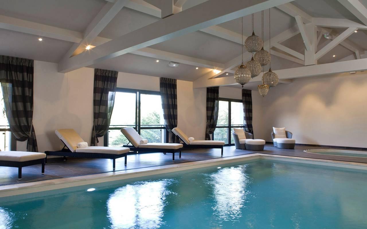 Espace bien-être piscine intérieure séminaire hôtel provence